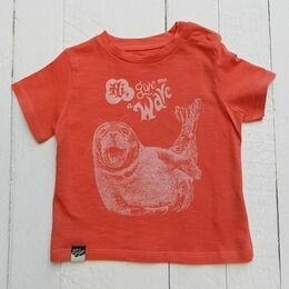 Lion of Leisure Seal Print T-Shirt - Red